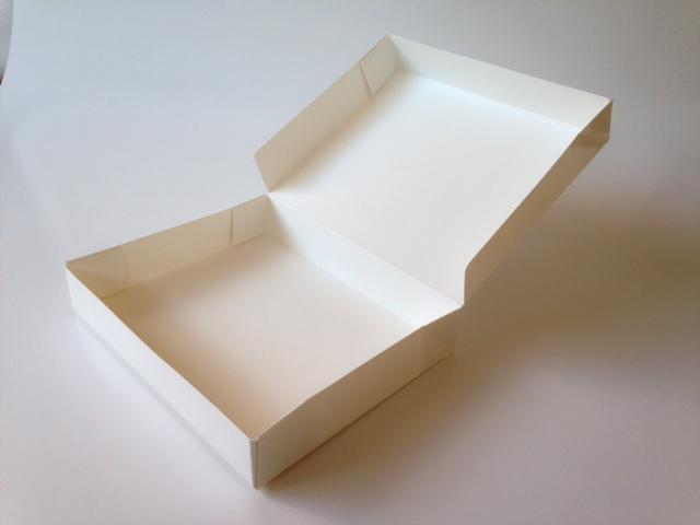 折り畳みワンピース箱(6コーナー貼り)
