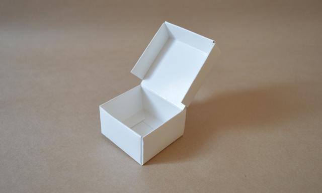 フタ一体型の組立箱