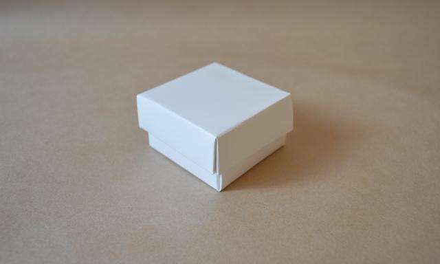 フタ一体型の組立箱3