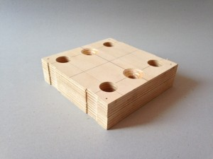 4隅止め木型