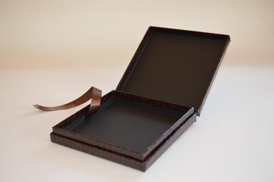 クロス貼りのインロー貼り箱3