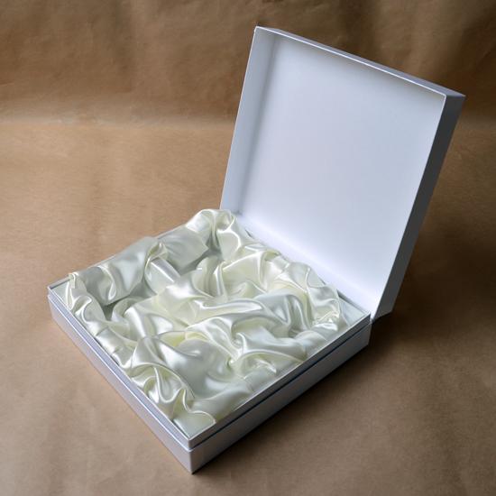 製作事例 サテン内装貼り箱 蝶番ギフトボックス