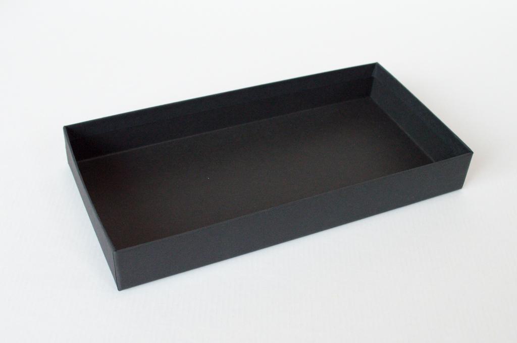 内側も黒い貼箱