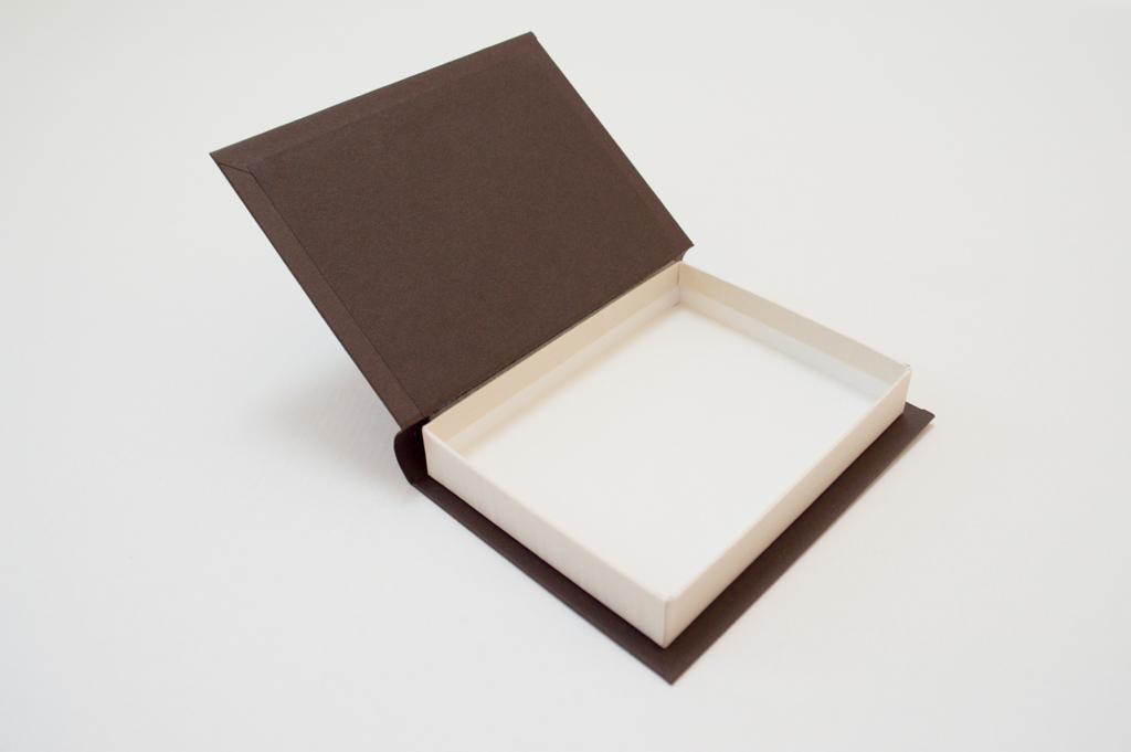 背丸のブック型貼箱4