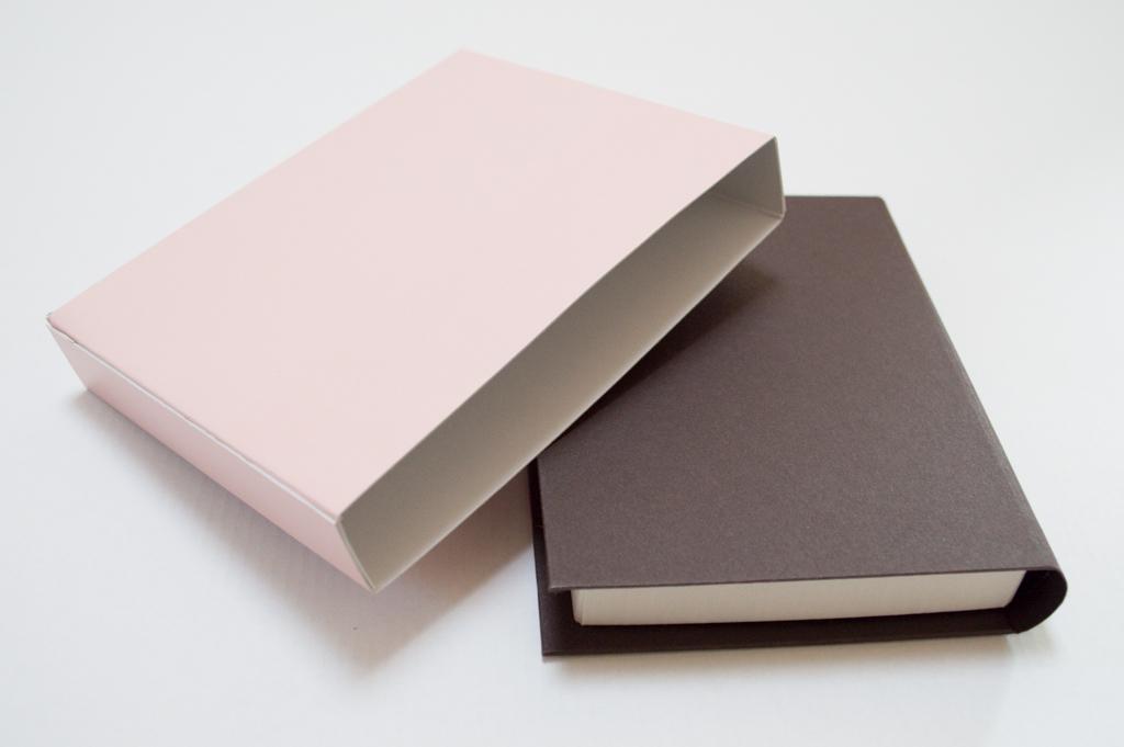 背丸のブック型貼箱7
