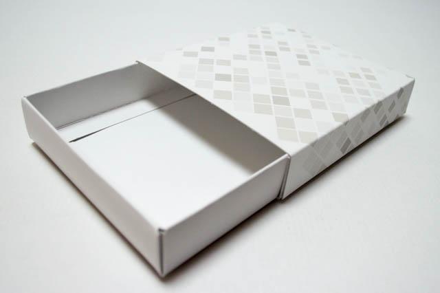 組み立て式の引き出し箱1